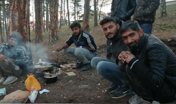 Migranti al confine tra Bosnia e Croazia. Foto da video Euronews