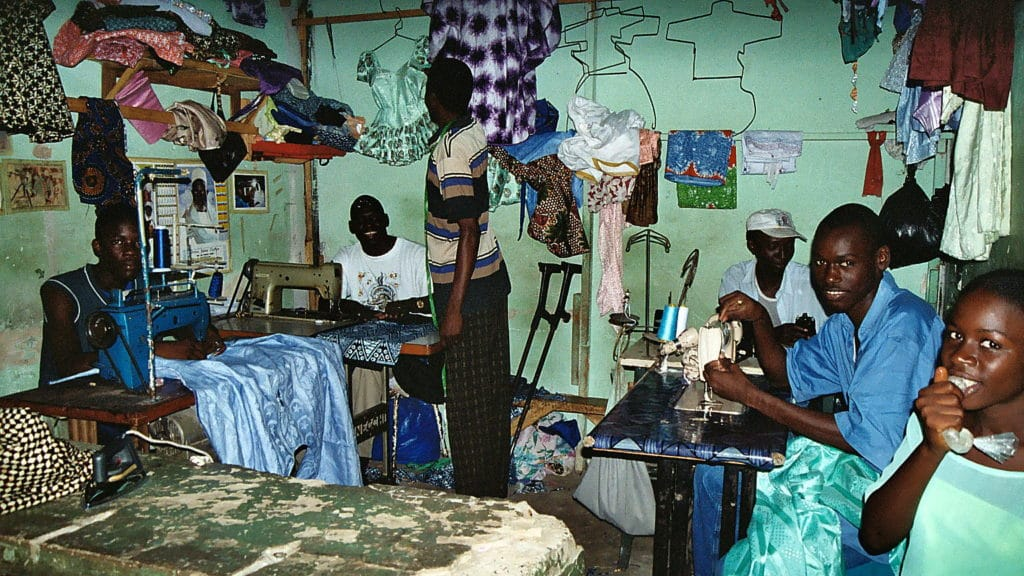 I lavoratori africani. Immagine ripresa da Flickr/Jean Paul Gaillard in licenza CC. Alcuni diritti sono riservati.