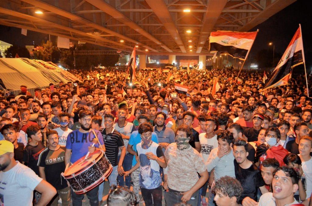 Manifestanti a Babilonia, sotto ponte Thaura