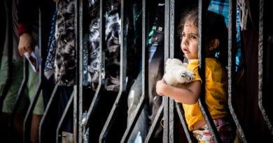 """Bambini migranti tenuti in gabbia. Storie di """"occidentale"""" follia"""