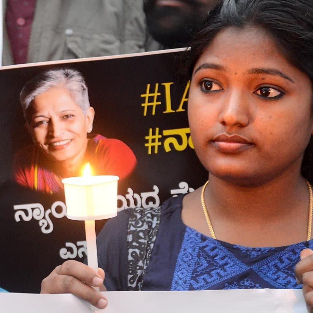 Veglia a lume di candela per la giornalista Gauri Lankesh assassinata a Bangalore il 5 settembre 2017 - Pushkar V su licenza Creative Commons