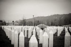 Fossa comune a Srebrenica - Foto dell'utente Flickr Matsj - Licenza CC