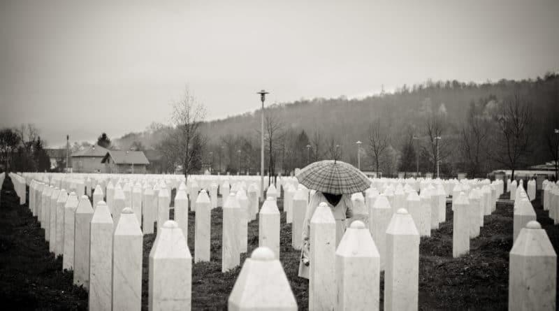 Mass grave in Srebrenica - Foto dell'utente Flickr Matsj - Licenza CC