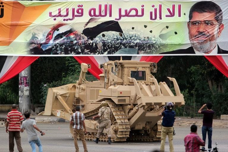 Smantellamento-protesta-a-favore-del-destituito-presidente-egiziano-Morsi-2013.-Foto-Flickr-Creative-Commos-Diariocritico-de-Venezuela.jpg