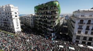 Manifestazione Algeri - Foto tratta da Wikimedia Commons in Licenza CC