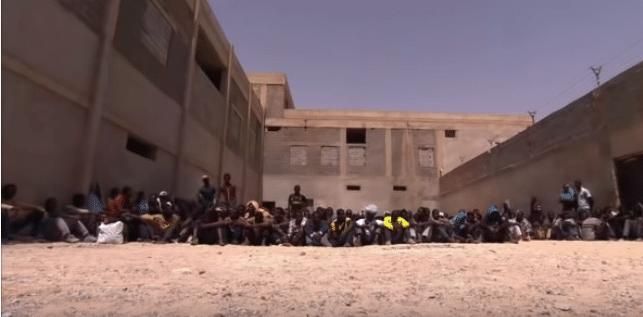 Migranti nei centri di detenzione libici, spesso vittime di tratta e commercio llecito di organi