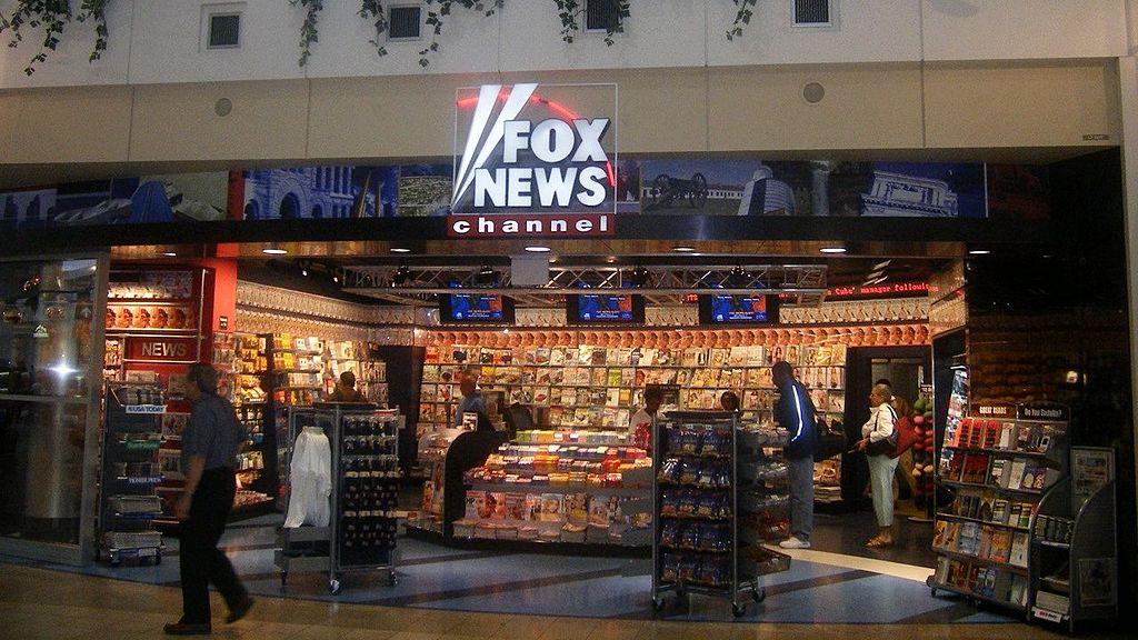 Uno stand del canale televisivo Fox News, immagine di Wikimedia Commons.