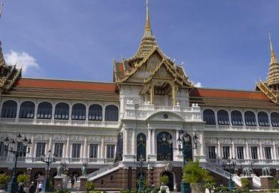 Thailandia, la gioventù ardita che sfida il reato di lesa maestà