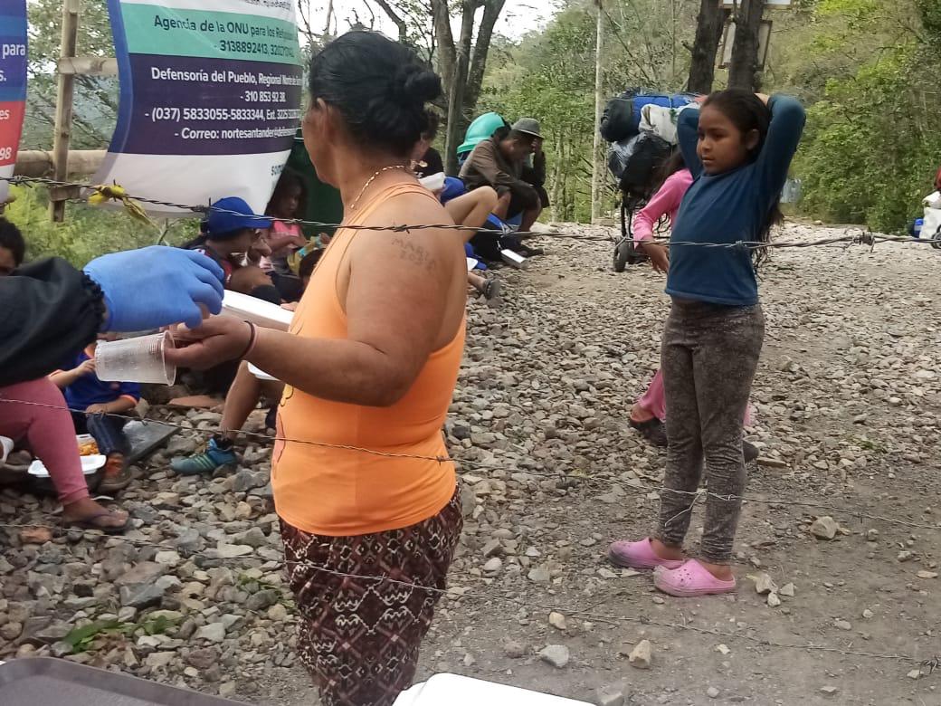 Rifugiati venezuelani che, passando per Cúcuta si dirigono verso il Venezuela. Flickr/Cristal Montanez in licenza CC