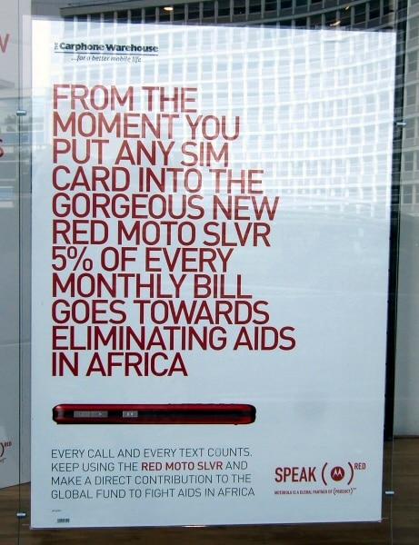 Consumismo etico o <em>rightswashing</em>? Motorola e Cardphone Warehouse invogliano i propri clienti a consumare credito telefonico usando un preciso modello di cellulare, per sostenere la lotta all'AIDS. Immagine da Flickr in licenza CC di Stef