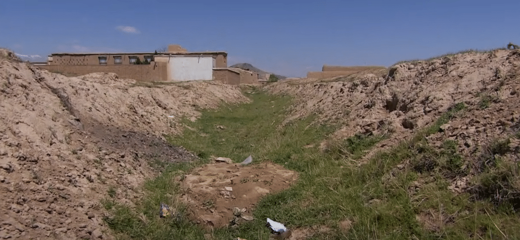 Corso d'acqua prosciugato in Afghanistan - Foto da video Al Jazeera